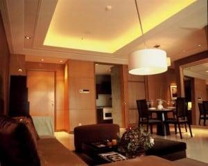 окачен таван с висящ лампион